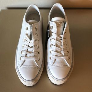NWT Converse Platform Low Tops in Off White